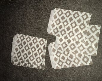 Gray and white honeycomb pattern paper bag