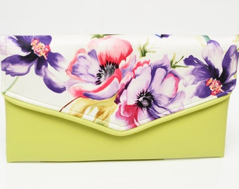 Traditional envelope clutch