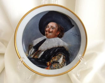 Vintage Bavaria Waldershof Small Porcelain Dish Featuring Franz Hals' 1624 Portrait of The Laughing Cavalier with 22 Carat Gold VCH0193
