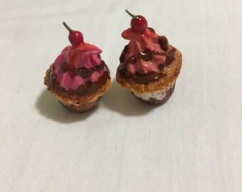 Miniature cherry cupcakes