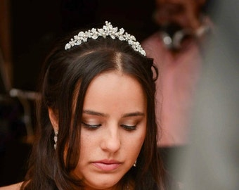 TIMOTHEA, Wedding Tiara, SWAROVSKI Crystal Rhinestone and Pearl Vintage Style Bridal Crown, Flower and Leaf Bridal Wedding Hair Accessories
