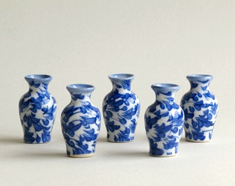 5 Miniature Vases - Blue & white ceramic with hand painted floral pattern - 40 mm (1 1/2 inch) tall