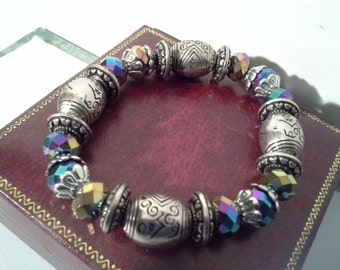 Stretch bracelet with iridescent beads and crystals