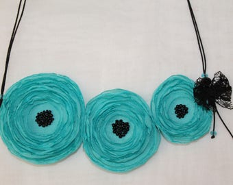 Necklace with three poppies blue vernile