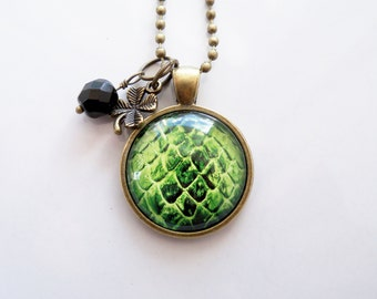 Dragon-Egg-Halskette - Green Dragon Ei Anhänger - Custom Schmuck - Foto Schmuck - angepasst - Mythologie - Dragon Maßstab Ei Halskette