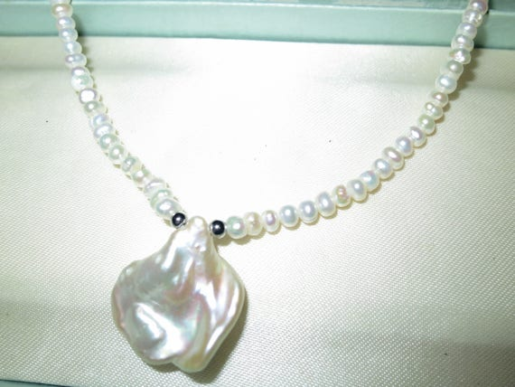 Lovely 3-4mm small White Baroque Pearl and  Keshi Pearl pendant necklace 18""