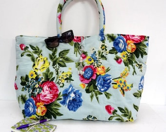 Maxi large bag with handles made of cotton printed pastel blue shalimar with door key/bag charm