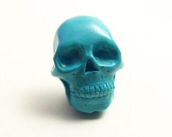 Tiny Emerald Skull lapel pin