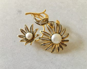 Vintage Gold FLOWER BROOCH - c.1960's, signed (illegible), Vintage Brooch, Classic Jewelry, Mid Century, Brooch Pin, Hat Pin, Sunflowers