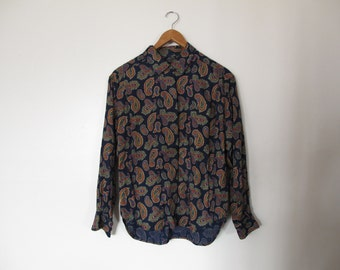 vintage liz claiborne liz sport bold navy blue paisley floral teardrop pattern button down up blouse with breast pocket XS S