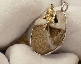 """Sterling Silver Pendant with K14 Gold and Sea Pebble -""""Sittin"""""""