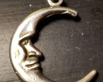 Pretty silver crescent moon pendant
