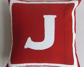 Housse de coussin initiale rouge et blanc. coussin monogramme. Coussin.  Coussin lombaire faite sur mesure. 12 x 16, 12 × 18, 14, 16, 18, 20inches personnalisé fait