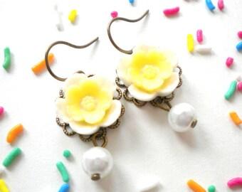 Daisy Bridesmaid Earrings Flower Girl Earrings Pearl Dangle Earrings Yellow Bridesmaid Earrings Gift For Flower Girl Baby Girl Earrings