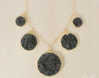 50 % de réduction vente - or noir Agate Druzy bavoir collier rond - or ou argent - Collier de déclaration