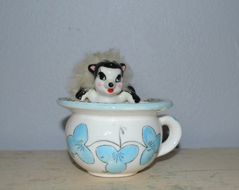 """Vintage Skunk Ashtray """"For little butts and big stinkers"""" ~ Novelty Ashtray"""