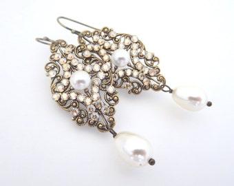 Vintage Wedding earrings, Crystal Bridal earrings, Bridal jewelry, Antique brass earrings, Chandelier earrings, Swarovski earrings, Pearl