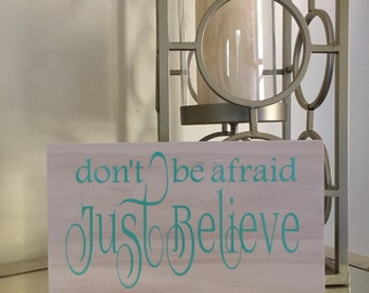 Don't be afraid, Just Believe - Mark 5:36 - Bible Verse on Pine Wood - Christian Home Decor Gift - Have Faith - Prayers - Bedroom Sign