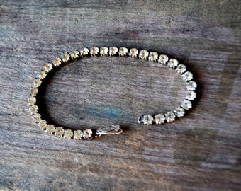 Classy vintage 60s, sterling silver, teniss bracelet with a clear rhinestones. Size7.