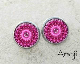 Fuchsia mandala earrings, pink mandala earrings, fuchsia earrings, kaleidoscope stud earrings, mandala earrings, mandala stud earring PA126E