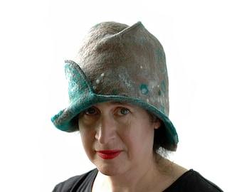 Natur inspiriert Gefilzte Cloche in hellbraun und grün mit abstrakten Schäfchen Motiv - glockenförmigen Frau Hut für schicke Wandern