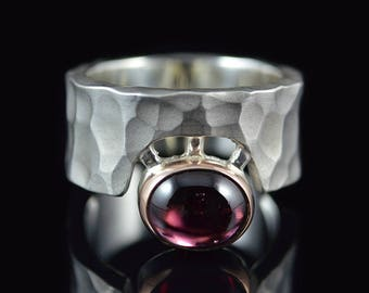 "Ring ""Cíclope"" Matt/-585er gold Garnet"