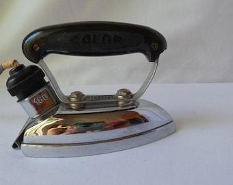 Iron vintage Calor / 1950 / small iron travel iron / metal and bakelite / retro decoration / household kitchen.