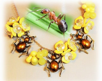 Baroque necklace, spring necklace Flower necklace - the Buttercup ants