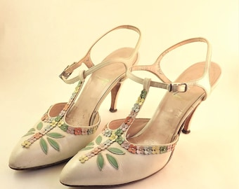 White Flower Shoes, Stiletto Shoes Vintage T Strap Shoes, Womens Spike Heel Floral Shoes, High Heel Shoes, Size 5 1/2 5.5 Narrow AAA Triple