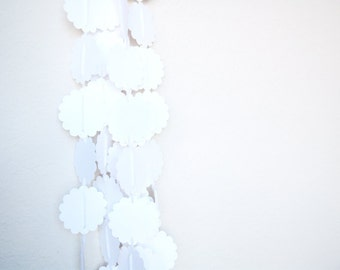 Garland White Scalloped Circles Adjustable