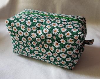 Green Daisies Box Zipper Pouch