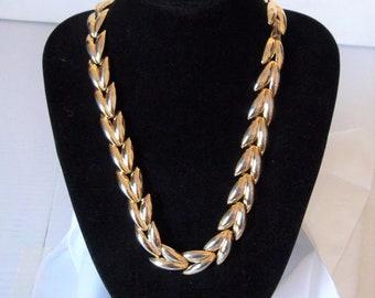"Stylish 50's Style Vintage 19"" Gold Tone Leaf Link Necklace"