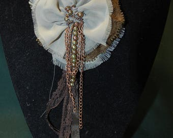 Brooch made of voile and lace