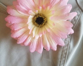 Pink gerbera daisy badge reel