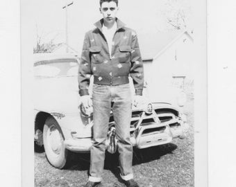 original 1950s black and white photo. of a cool dud with vintage car