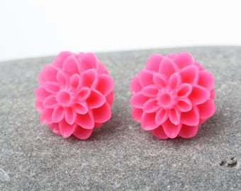 Pink flower Earrings, Pink Stud Earrings, Mum Flower earrings, Pink post earrings, made in Canada, Flower cabochon earrings, Pink earrings