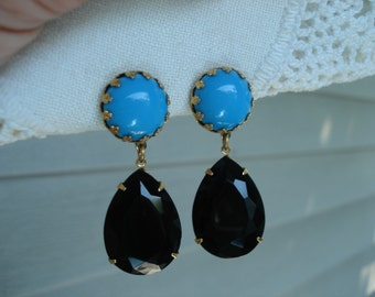 Vintage Art Deco Opaque Turquoise and Black Onyx Faceted Glass Teardrops Gold Clip Earrings