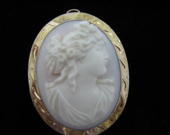 Beautiful Vintage Pink Cameo Brooch/ Pendant in a Gold Filled Mounting