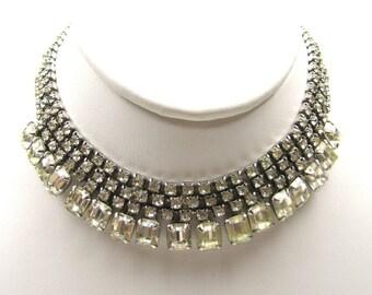 Art Deco Crystal Bib Choker Necklace. Vintage Rhinestone Jewelry. Gatsby Downton Abbey Wedding Jewelry. Chic Vintage Bridal Necklace.