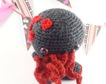 Amigurumi Chibi Doll : Chibi cthulhu amigurumi doll available as keychain too.