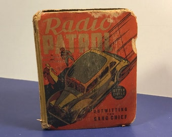 BETTER LITTLE BOOK antique collectible paper Whitman publishing company antiquarian Usa made Radio Patrol outwitting the gang chief schmidt