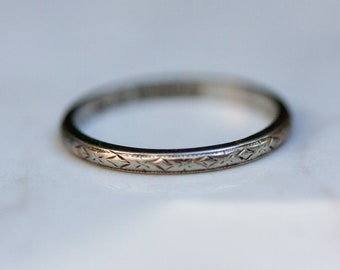 Antique 18k Solid White Gold with Etching - Wedding, Anniversary, Stacking Band, Size 7 // Antique Wedding Band //