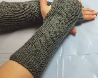 Arm warmers. Post apocalyptic arm warmers. Cosplay. Cabled arm warmers. Fingerless gloves. Steampunk gloves.Steampunk armwarmers.Photo prop.