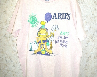 Vintage 1978 Garfield Aries Zodiac Pink Night Gown Sleep Shirt 70s Retro Graphic Novelty Shirt Crewneck Short Sleeves Boho Womens One Size