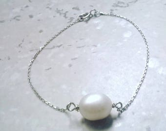 Silver bracelet with a white fresh water Pearl