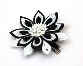 Black and white Kanzashi  flower hair clip / Japanese hair clip / Kanzashi hair flower / Japanese Fabric Flower Clip / Tsumami kanzashi