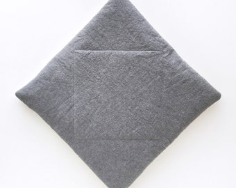 Diamond Cat Mat in Basalt