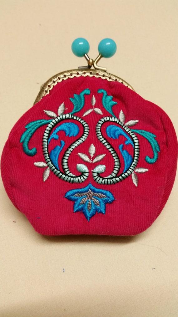 L120  Art deco coin purse.Paisley design
