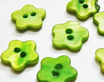 4 Pearl form Fleur 18 mm - Green - 2 hole buttons