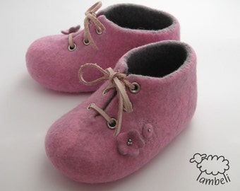 Felted baby booties, Pink and grey shoes, Pram shoes, Bead and felt, Leather string, Felted girl booties, Embroidered wool booties, Merino